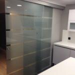 correderas saheco 4 150x150 - Divisiones y puertas de vidrio