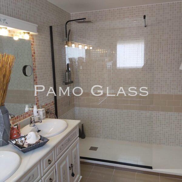 mampara baño negra 600x600 - Mamparas de baño